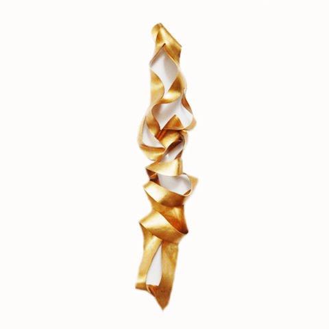 Escultura de parede em dourado