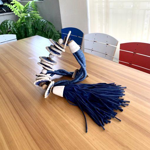 colar azul para mesa