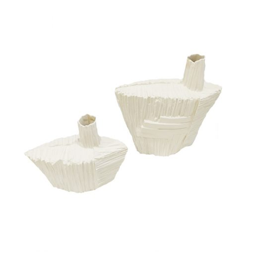Garrafa branca em porcelana